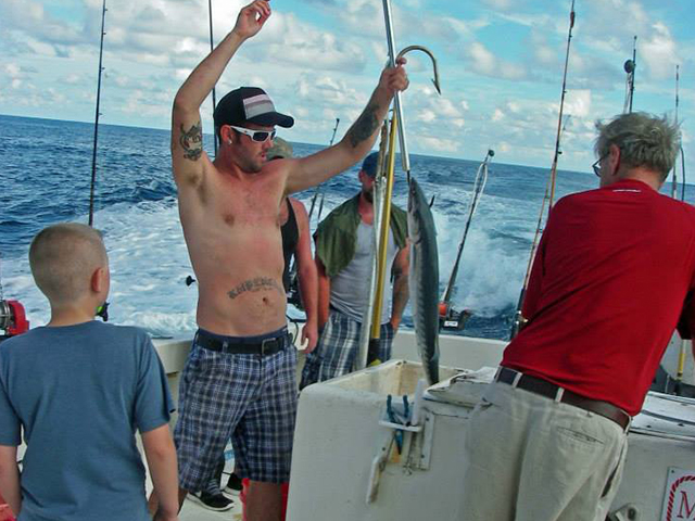 Contact vonda kay and queen jean fishing charters for Topsail island fishing charters